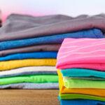 4 способа сложить футболки, чтобы они не мялись