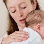 Почему ребёнок срыгивает после кормления грудным молоком