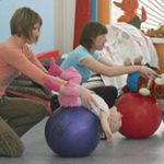 10 упражнений на фитболе для грудничков