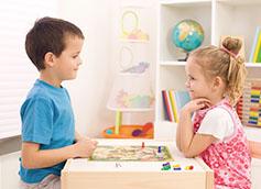 дети в 5 лет играют
