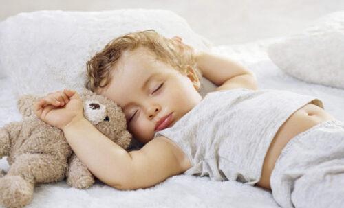 малыш спит 7 месяцев