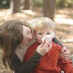 Можно ли гулять с ребенком при насморке или кашле