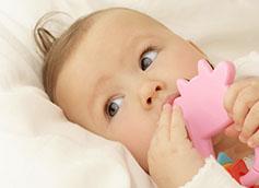 Когда новорожденный начинает видеть и слышать