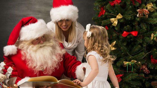 дед мороз и маленькая девочка