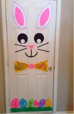мордочка зайчика на двери