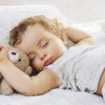 Сон ребенка в 7 месяцев: сколько и как должен спать